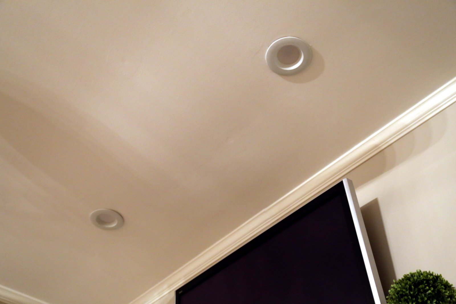 Electricians for recessed lighting in Crofton