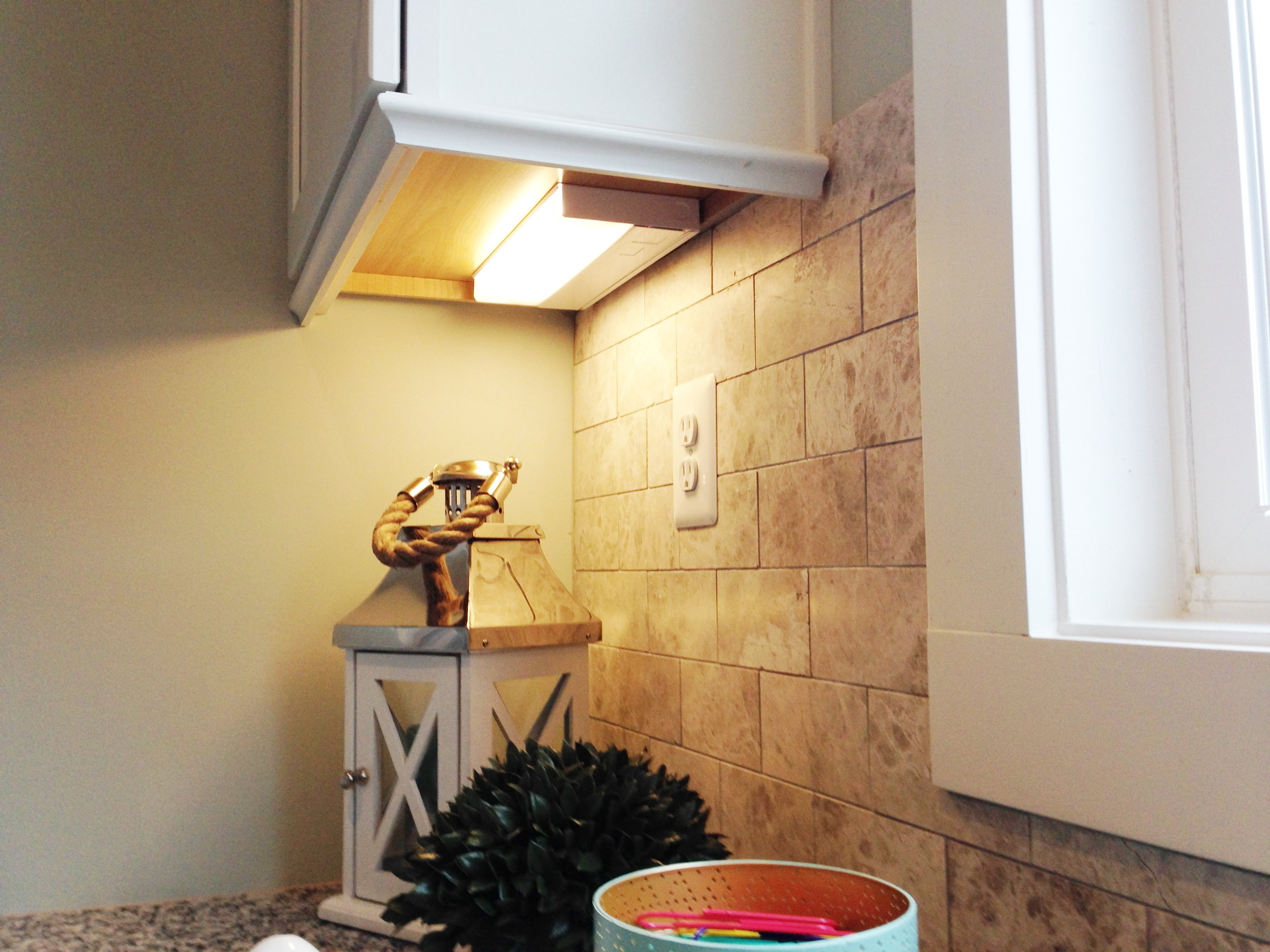 Electrician for under cabinet lighting in the Kitchen Crofton